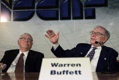 """""""Cánh tay phải"""" của Warren Buffett tại đế chế đầu tư là ai?"""