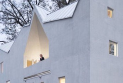 Có gì đặc biệt trong căn nhà gỗ nhiều lớp?