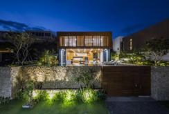 Nhà gỗ kính trác tuyệt hướng trọn ra biển Nha Trang, nhìn mê liền