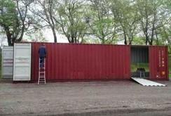 Mua bốn chiếc container để xây dựng một ngôi nhà độc đáo