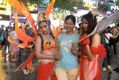 Giới trẻ TP HCM hoá trang khuấy động lễ Halloween
