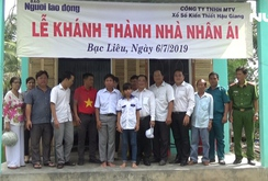 """Báo Người Lao Động trao tặng """"Ngôi nhà nhân ái"""" cho hộ gia đình khó khăn tại Bạc Liêu"""