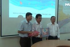 Báo Người Lao Động tặng 5.000 lá cờ Tổ quốc cùng ngư dân Bạc Liêu bám biển
