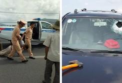 Tài xế dùng rìu chém bị thương người đi đường, tông 2 CSGT nhập viện