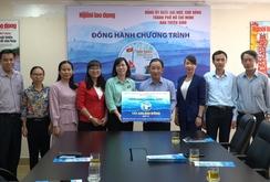 """Đảng ủy Khối ĐH-CĐ TP HCM tiếp tục ủng hộ """"Một triệu lá cờ Tổ quốc cùng ngư dân bám biển"""""""