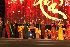 Nghệ sĩ và khán giả hòa mình cùng Gala Mai Vàng chào Xuân 2020