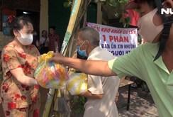 Người dân TP HCM thi nhau làm từ thiện trong dịch Covid-19