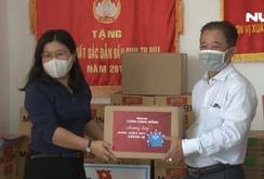 Báo Người Lao Động trao quà tiếp sức chống dịch Covid-19