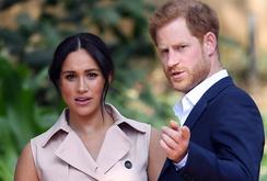 """Vợ chồng hoàng tử Harry quyết chí ra riêng vì """"có rất nhiều tổn thương""""?"""
