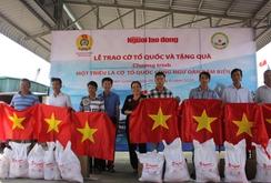 2.000 lá cờ Tổ quốc cùng ngư dân Tiền Giang ra khơi bám biển