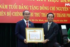 Bí thư Thành ủy TP HCM Nguyễn Thiện Nhân nhận huy hiệu 40 năm tuổi Đảng