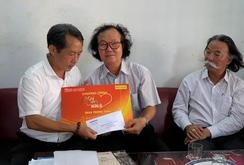 """""""Mai Vàng nhân ái"""" thăm và tặng quà Nhạc sĩ Phan Thiết"""