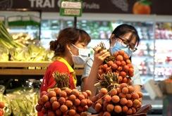 Người dân thích thú mua vải thiều Lục Ngạn chưa tới 30.000 đồng/ký