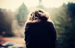 Tôi bị mắc kẹt trong mối tình đơn phương tay ba với bạn thân