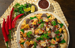 Pizza bún đậu mắm tôm - sự kết hợp kỳ quái của ẩm thực đông tây
