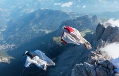 Môn nhảy dù mạo hiểm từ đỉnh núi hàng nghìn mét
