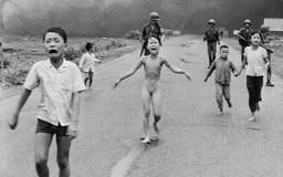 """""""Em bé napalm"""" là ảnh báo chí quyền lực nhất trong 50 năm qua"""