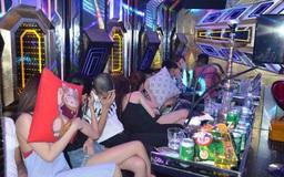 """Bất chấp lệnh cấm, 24 nam nữ """"bay lắc"""" trong quán karaoke Rubi"""