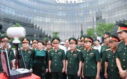 Chủ tịch Quốc hội đến thăm và làm việc với Viettel