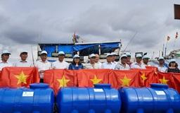 Cờ Tổ quốc đến với ngư dân huyện Long Điền