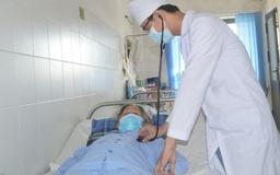 Vất vả cứu sống cụ bà 78 tuổi bất ngờ tím tái toàn thân