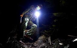 CẮM CHỐT CÙNG LÍNH BIÊN PHÒNG (*): Trắng đêm xuyên rừng tuần tra