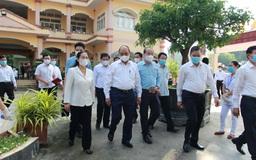 Chủ tịch nước Nguyễn Xuân Phúc tiếp xúc cử tri  ở huyện Củ Chi