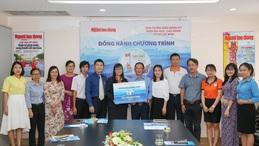 """10 trường đại học ủng hộ chương trình """"Một triệu lá cờ Tổ quốc cùng ngư dân bám biển"""""""