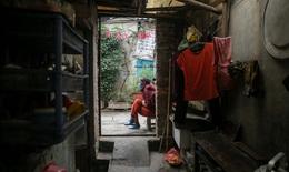 Cuộc sống hàng ngày của người dân xóm chạy thận trong dịch Covid-19