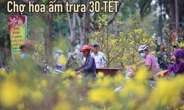 Chợ hoa ấm áp trưa 30 Tết