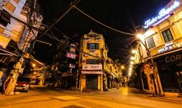 Đêm Hà Nội vắng lặng trong những ngày giãn cách xã hội