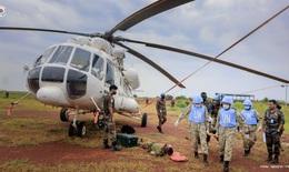 """CLIP: Cận cảnh bệnh viện """"mũ nồi xanh"""" cấp cứu, vận chuyển bệnh nhân lên trực thăng"""