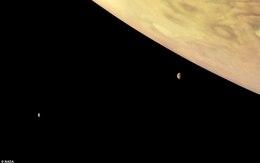 Cận cảnh Sao Mộc và hai mặt trăng kỳ ảo