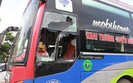 Tụ tập băng nhóm đập phá xe khách