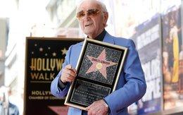 Ca sĩ Pháp được phong sao tại Mỹ ở tuổi 93