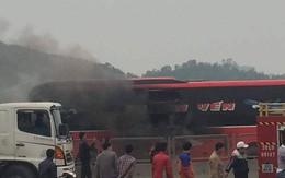 Xe khách 45 chỗ bốc cháy, hành khách hoảng loạn phá cửa