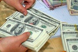 Giá USD tự do vượt 23.000 đồng, vàng SJC giảm giá