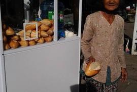 Bánh mì từ thiện
