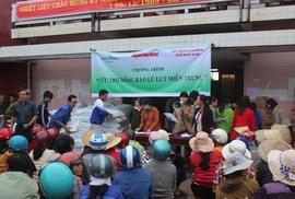 Ấm lòng người dân vùng rốn lũ Bình Định
