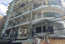 """13 chung cư """"chờ sập"""" đe dọa cuộc sống gần 900 hộ dân"""