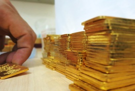 Giá USD và vàng biến động sau khi Mỹ tăng lãi suất USD