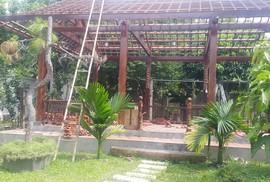 """Tháo dỡ biệt thự không phép của """"quan"""" ở Đồng Nai"""