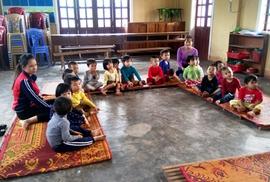Mượn nhà văn hóa thôn để học