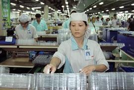 """Cách mạng công nghiệp 4.0 khiến lao động nữ """"treo niêu""""?"""
