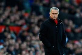 """Mourinho """"bắn tỉa"""" Klopp vụ Virgil van Dijk"""