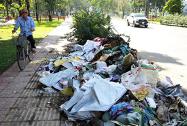 Ra khỏi sân bay Tân Sơn Nhất là ngập rác!