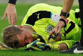 Đạp vỡ mũi đối thủ, sao Southampton bị cấm 3 trận