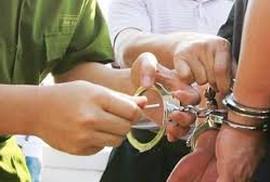 Bắt tạm giam một giáo viên lừa chạy việc 200 triệu đồng/suất