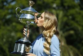 """Wozniacki """"bị choáng ngợp"""" sau khi giành được danh hiệu Grand Slam"""