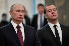 Mỹ vừa đánh vừa xoa Nga?